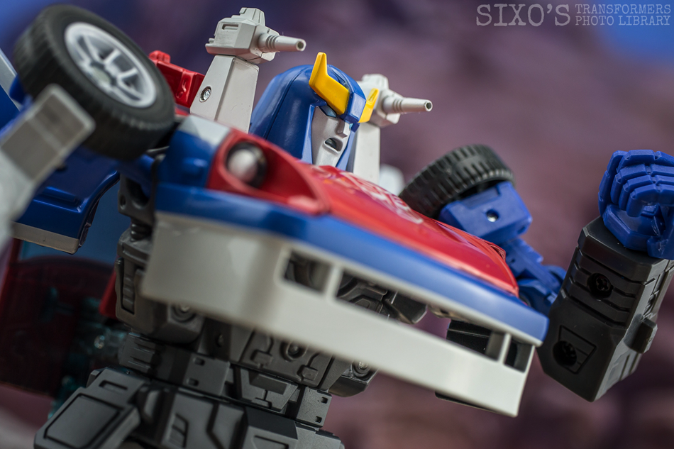 Takara Tomy Masterpiece MP-19+ Smokescreen
